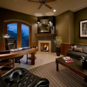 Уютная обстановка в домашнем кабинете