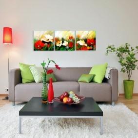 Триптих из модульных картин над диваном в зале