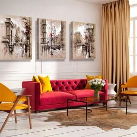 Яркие стулья желтого цвета