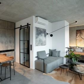 Серая мебель в гостиной лофтной стилистики