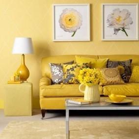 Желтый диван в современном стиле