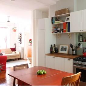 Уютная кухня в однокомнатной квартире