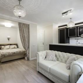 Освещение в однокомнатной квартире с белыми стенами