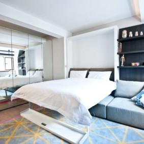 Откидная кровать в однокомнатной квартире