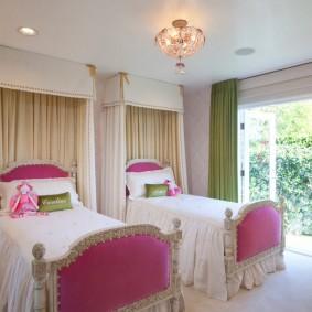 Розовые спинки детских кроватей