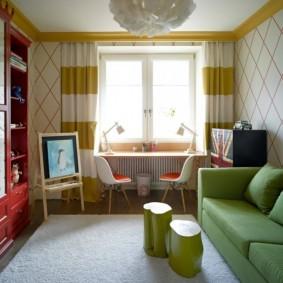 Раскладной диван зеленого цвета