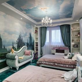 Фотообои на потолке детской спальни