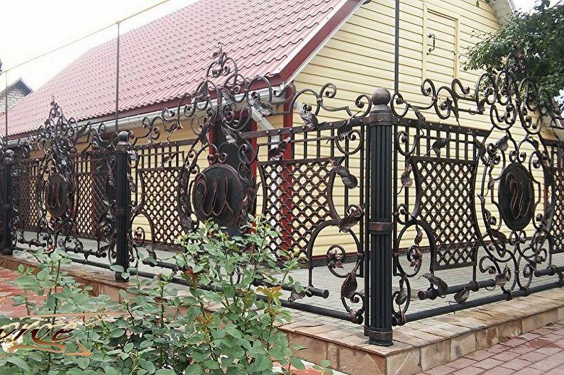 Кованка на забор фото