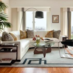 Угловой диван на безворсовом ковре