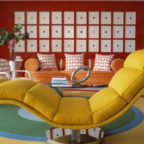 Желтое кресло в современном стиле