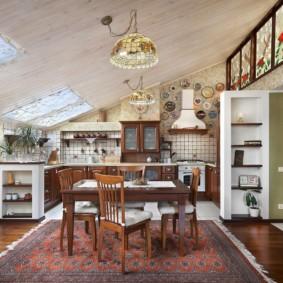 Дизайн кухни в мансарде частного дома