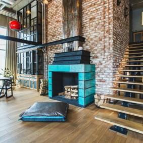 Камин в индустриальном стиле гостиной комнаты