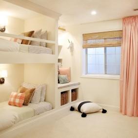 Настенные светильники в двухъярусной кровати