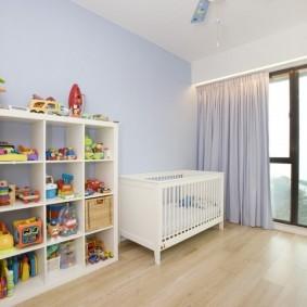 Белый стеллаж для детских игрушек