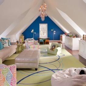 Детская комната в мансарде загородного дома