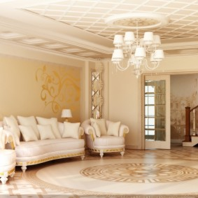 Люстра с белыми плафонами в классическом зале