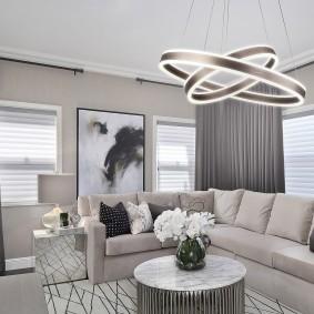 Кольцевой светильник в зоне отдыха гостиной