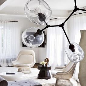 Прозрачные плафоны потолочного светильника