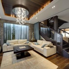 Дизайн зала с лестницей в частном доме
