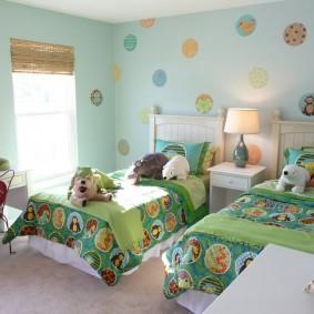 Зеленый текстиль в интерьере детской