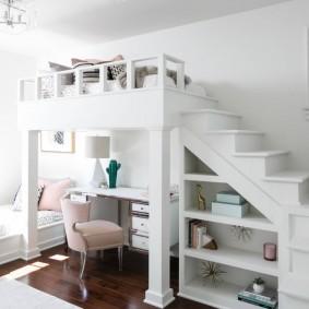 Кровать-чердак белого цвета