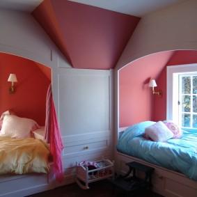 Розовые стены в спальне девочек