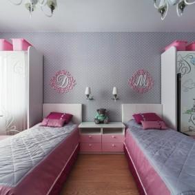 Мебель в комнате девочек одного возраста