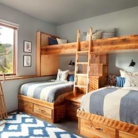 Стильная кровать из натуральной древесины