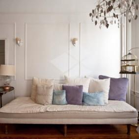 Раскладной диван в светлом зале
