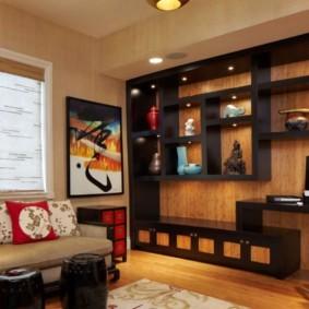 Черный стеллаж на стене с деревянными панелями