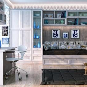 Письменный стол в гостиной комнате