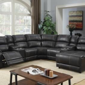 Удобный диван для большой семьи