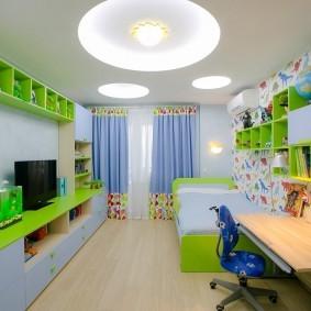 Встроенное освещение на потолке детской