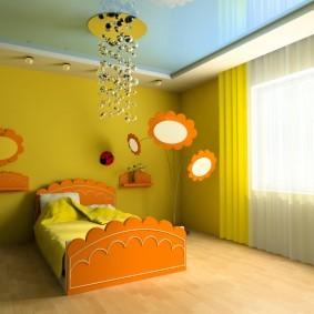 Детская кровать с оранжевыми спинками