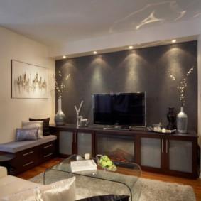 Подсветка обоев в гостиной комнате