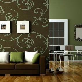 Темно-зеленые обои в гостином помещении