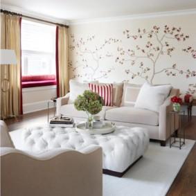 Светлая мебель в зоне отдыха гостиной