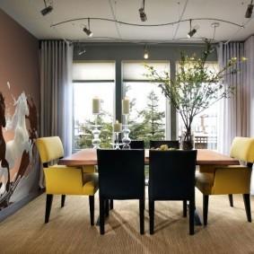 Мягкие стулья желтого цвета