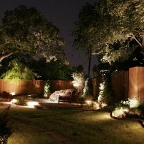 Функциональное освещение периметра садового участка