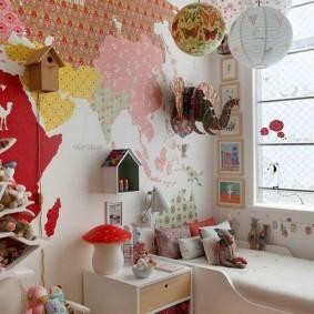 Карта мира на стене детской комнаты
