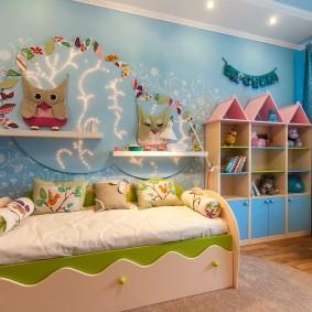 Сказочный декор стены в детской комнате
