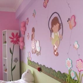Розовая стена с цветами и бабочками