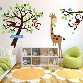 Невысокий стеллаж для детских игрушек