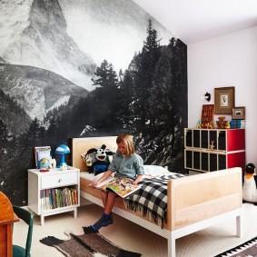 Фотообои в комнате девочки школьного возраста