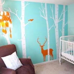 Белые деревья на голубой стене