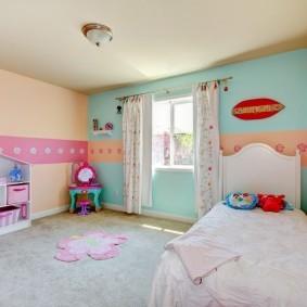 Розово-голубой интерьер детской комнаты