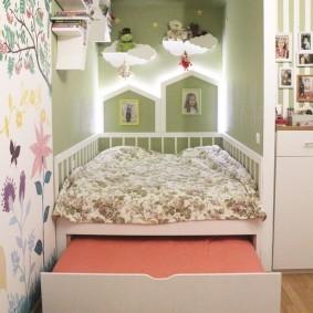 Широкий выдвижной ящик под детской кроватью