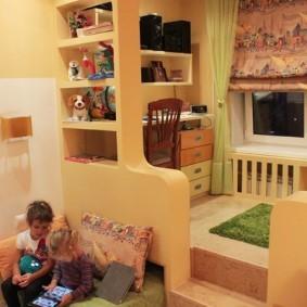 Подиум с перегородкой в детской комнате