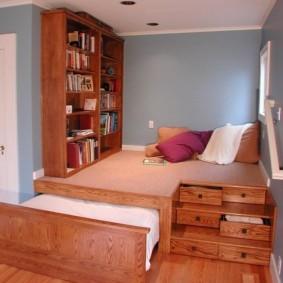 Деревянные шкафы для хранения книг