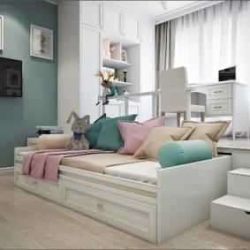 Белая мебель в комнате девочки